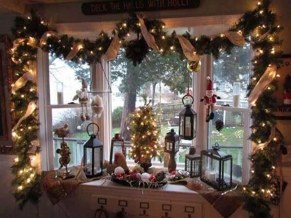 декор окна и подоконника к Новому году