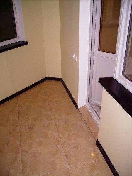 отделка пола балкона
