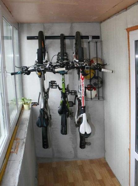 крепление на стену для нескольких велосипедов