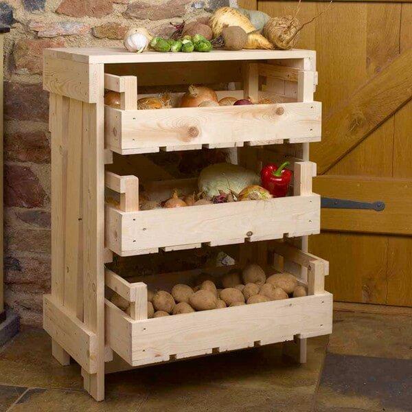 этажерка из деревянных лотков