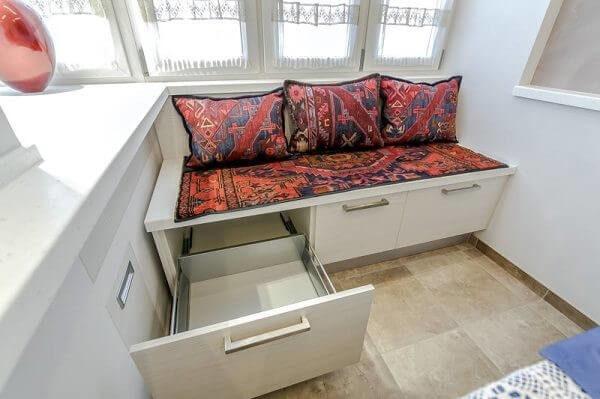 балконный диванчик с выдвижными ящиками