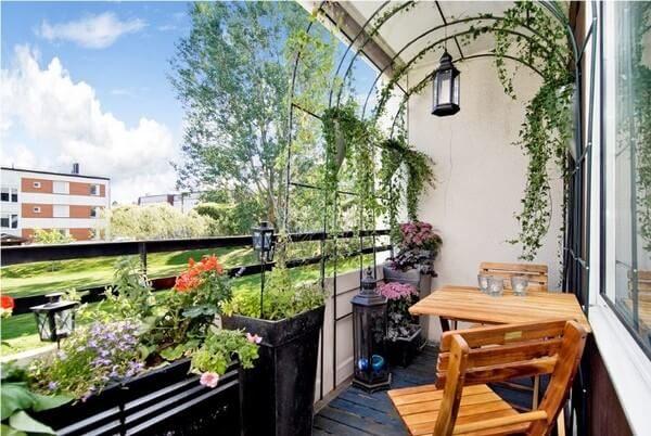 Мебель для балкона в стиле кантри