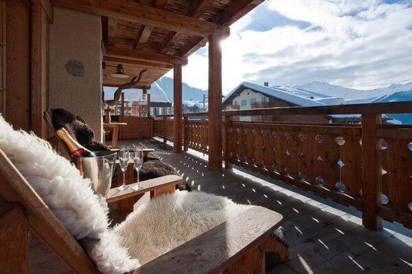 открытый балкон в стиле шале