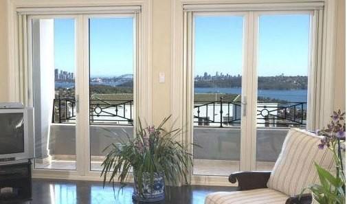 двухстворчатые двери на балкон