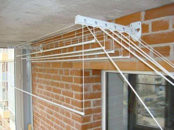 как повесить лиану на балконе