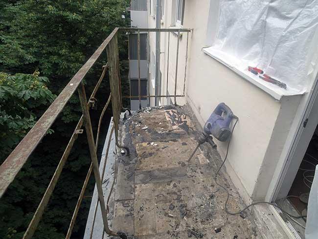 демонтаж старого ограждения балкона