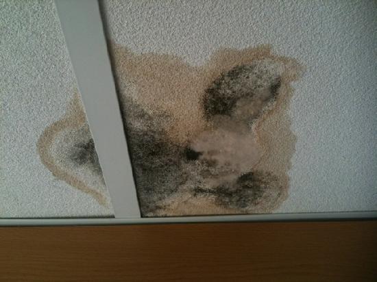 течет потолок балкона
