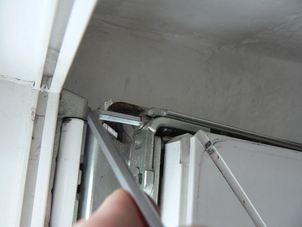 устранение неполадок в верхней петле пвх окна