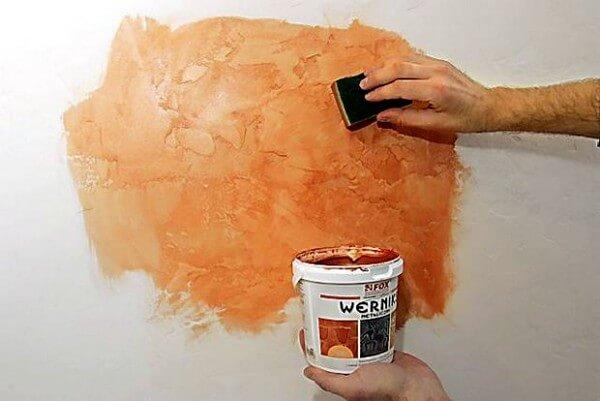 нанесение краски губкой